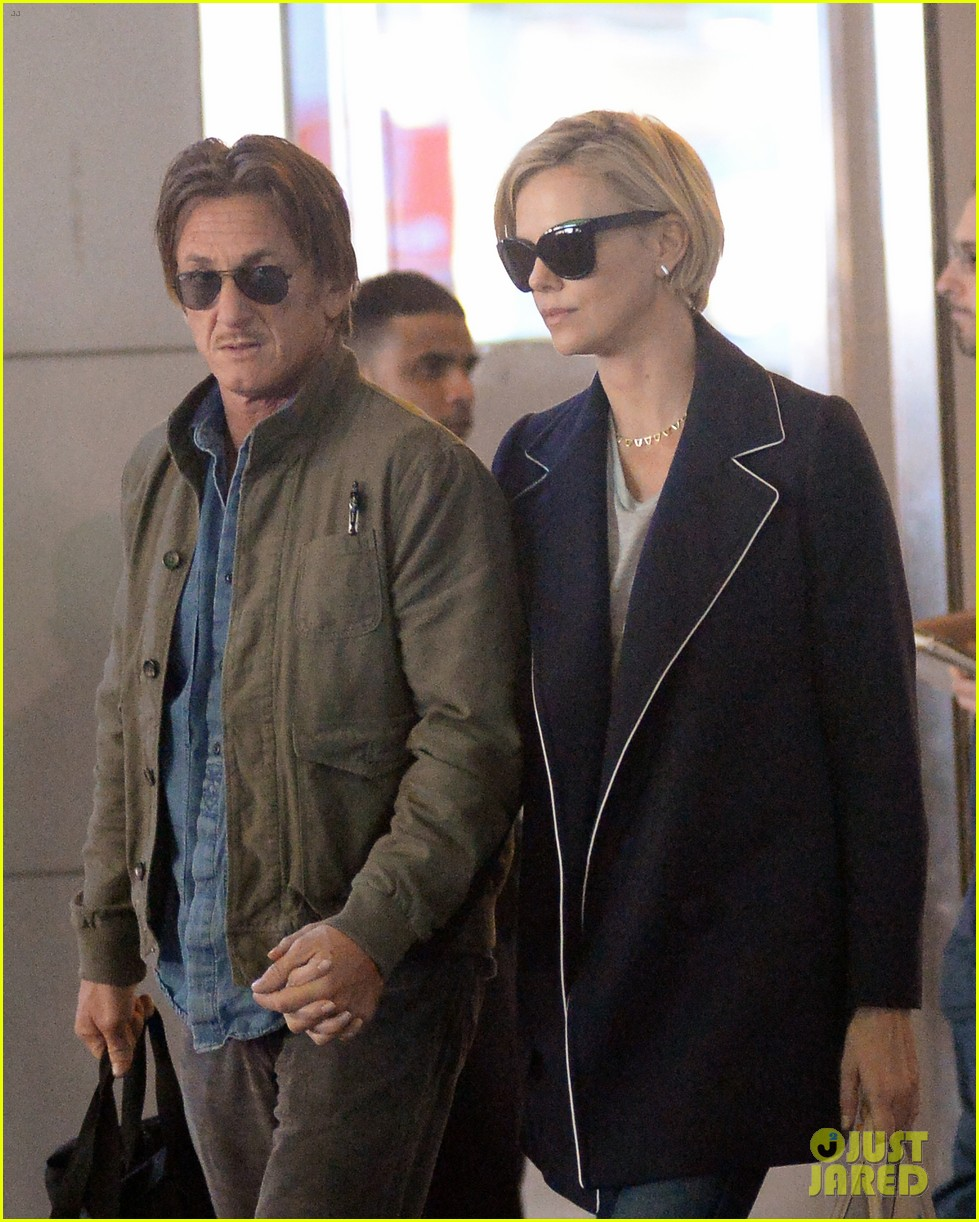 charlize theron sean penn hold hands upon new york arrival 073105561