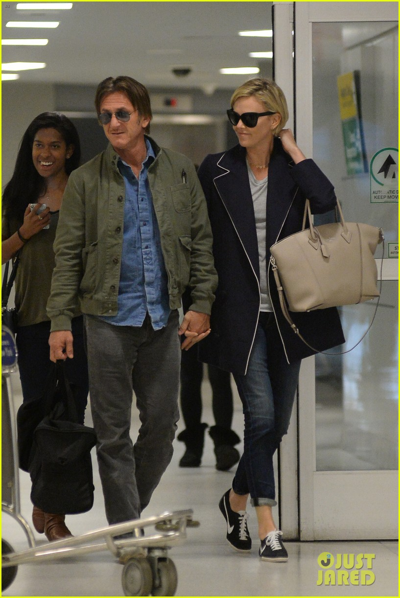 charlize theron sean penn hold hands upon new york arrival 113105565