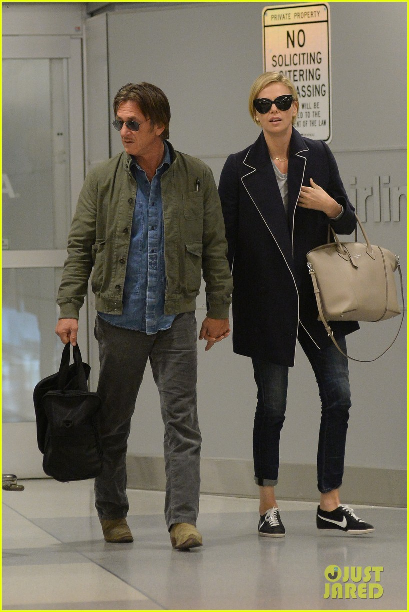 charlize theron sean penn hold hands upon new york arrival 123105566