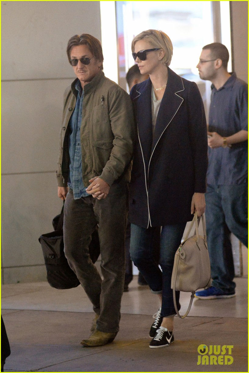 charlize theron sean penn hold hands upon new york arrival 133105567