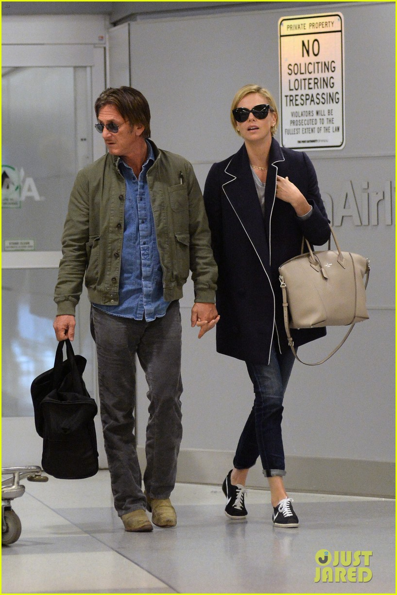 charlize theron sean penn hold hands upon new york arrival 15
