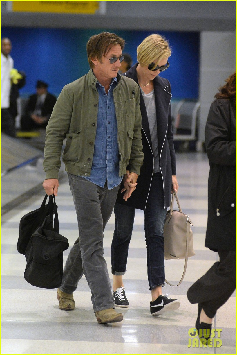 charlize theron sean penn hold hands upon new york arrival 17