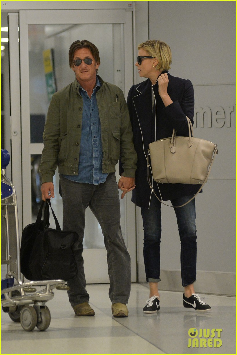 charlize theron sean penn hold hands upon new york arrival 183105572