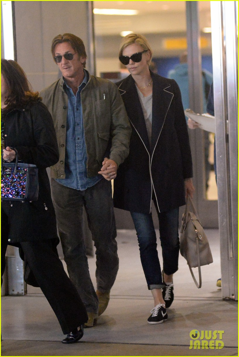 charlize theron sean penn hold hands upon new york arrival 193105573