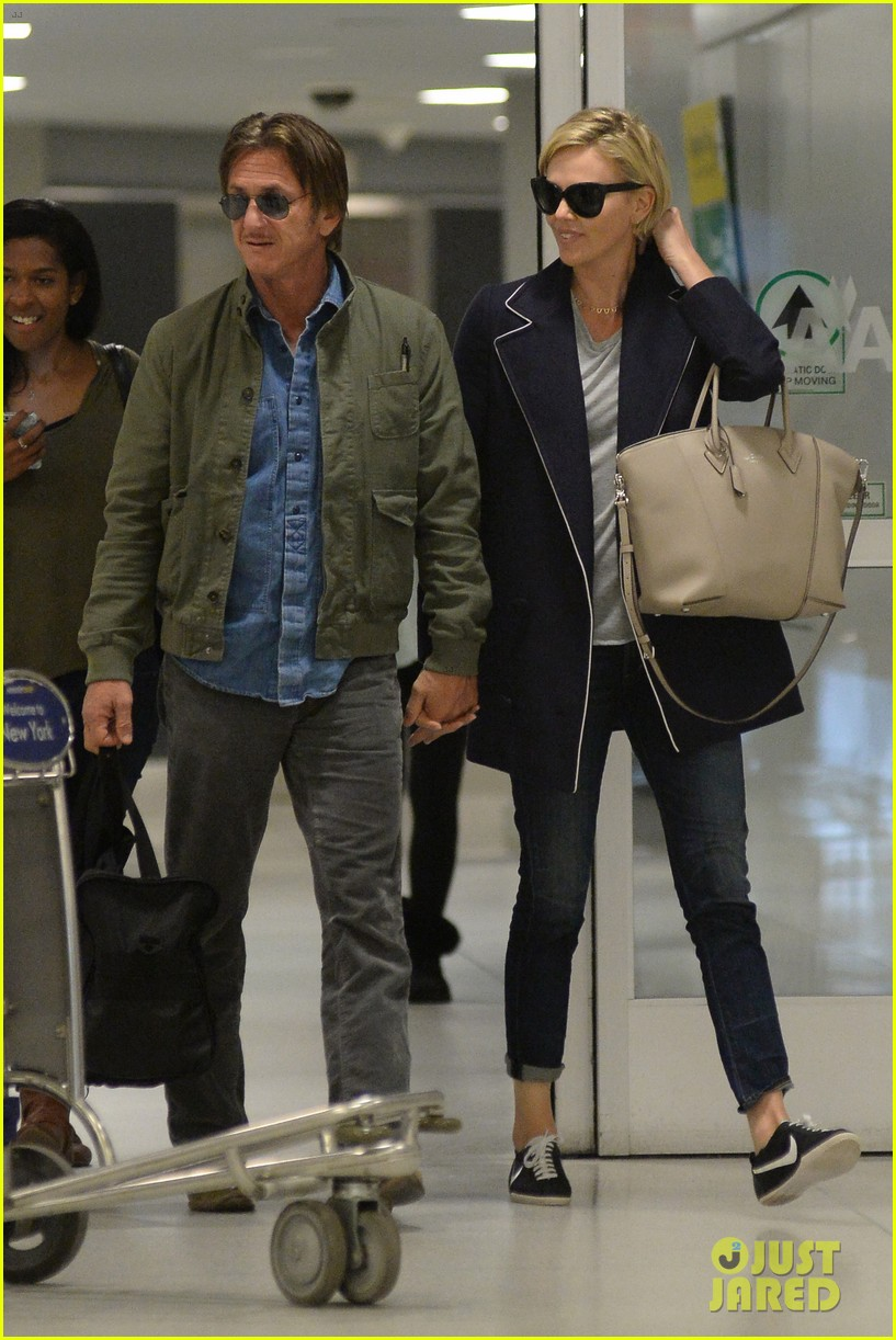 charlize theron sean penn hold hands upon new york arrival 20