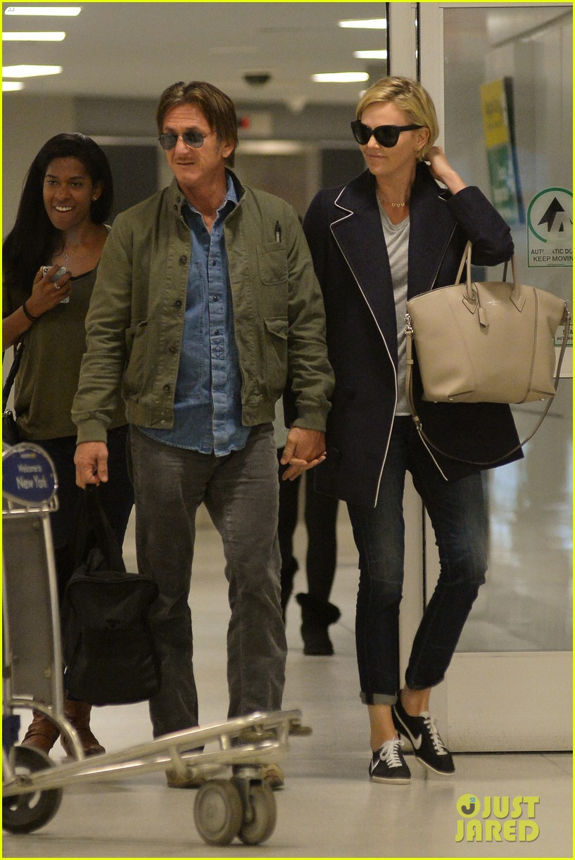 charlize theron sean penn hold hands upon new york arrival 24