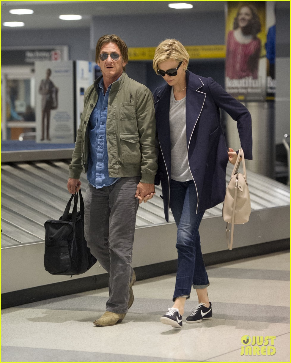 charlize theron sean penn hold hands upon new york arrival 30