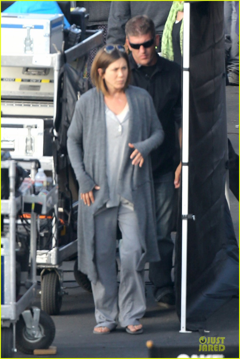 jennifer aniston cake justin theroux right shirt for muscles 013107125