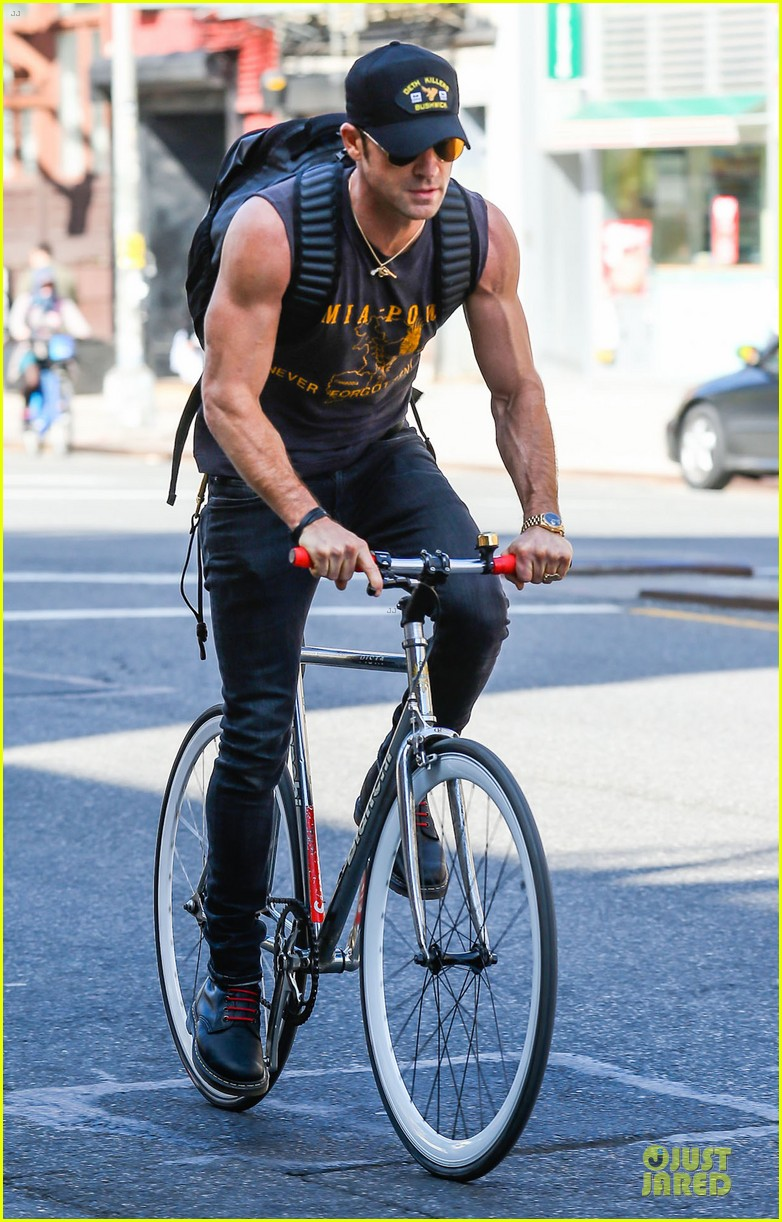jennifer aniston cake justin theroux right shirt for muscles 053107129