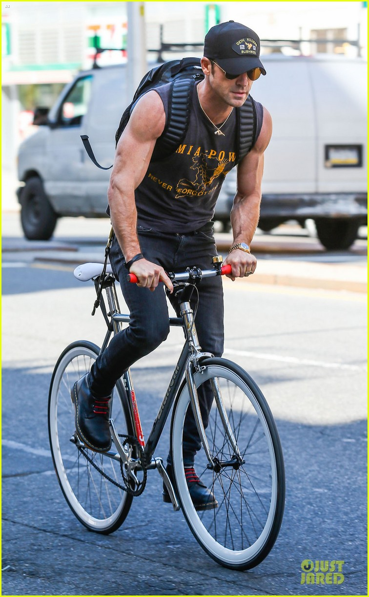jennifer aniston cake justin theroux right shirt for muscles 213107145
