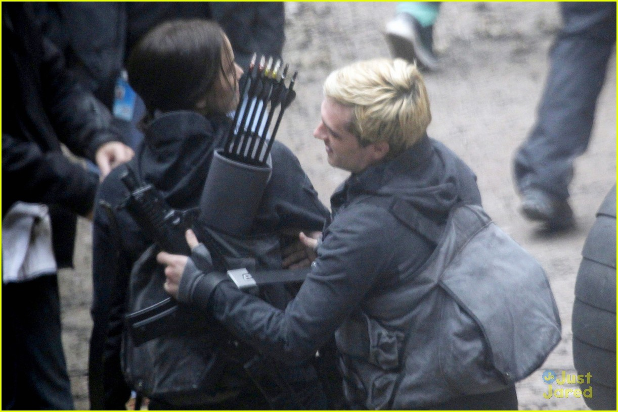 jen lawrence liam hemsworth mahershala ali thg set paris 143113267