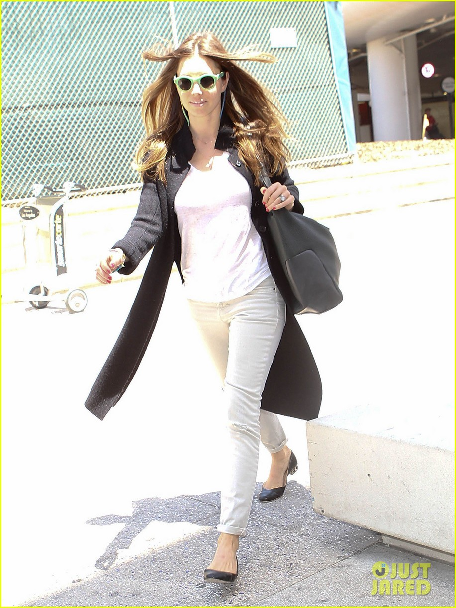 justin timberlake likes to buy jewelry for jessica biel 013103037