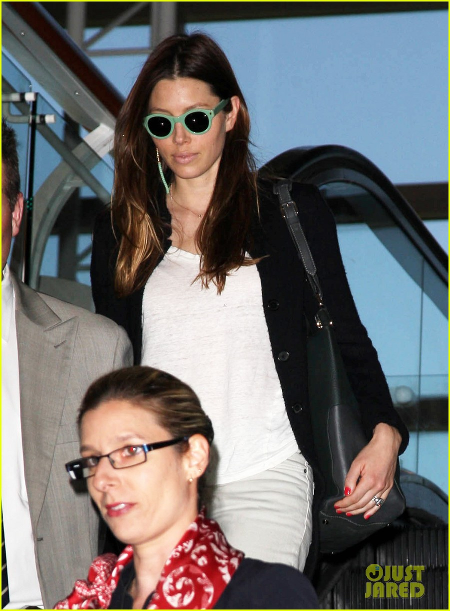 justin timberlake likes to buy jewelry for jessica biel 02