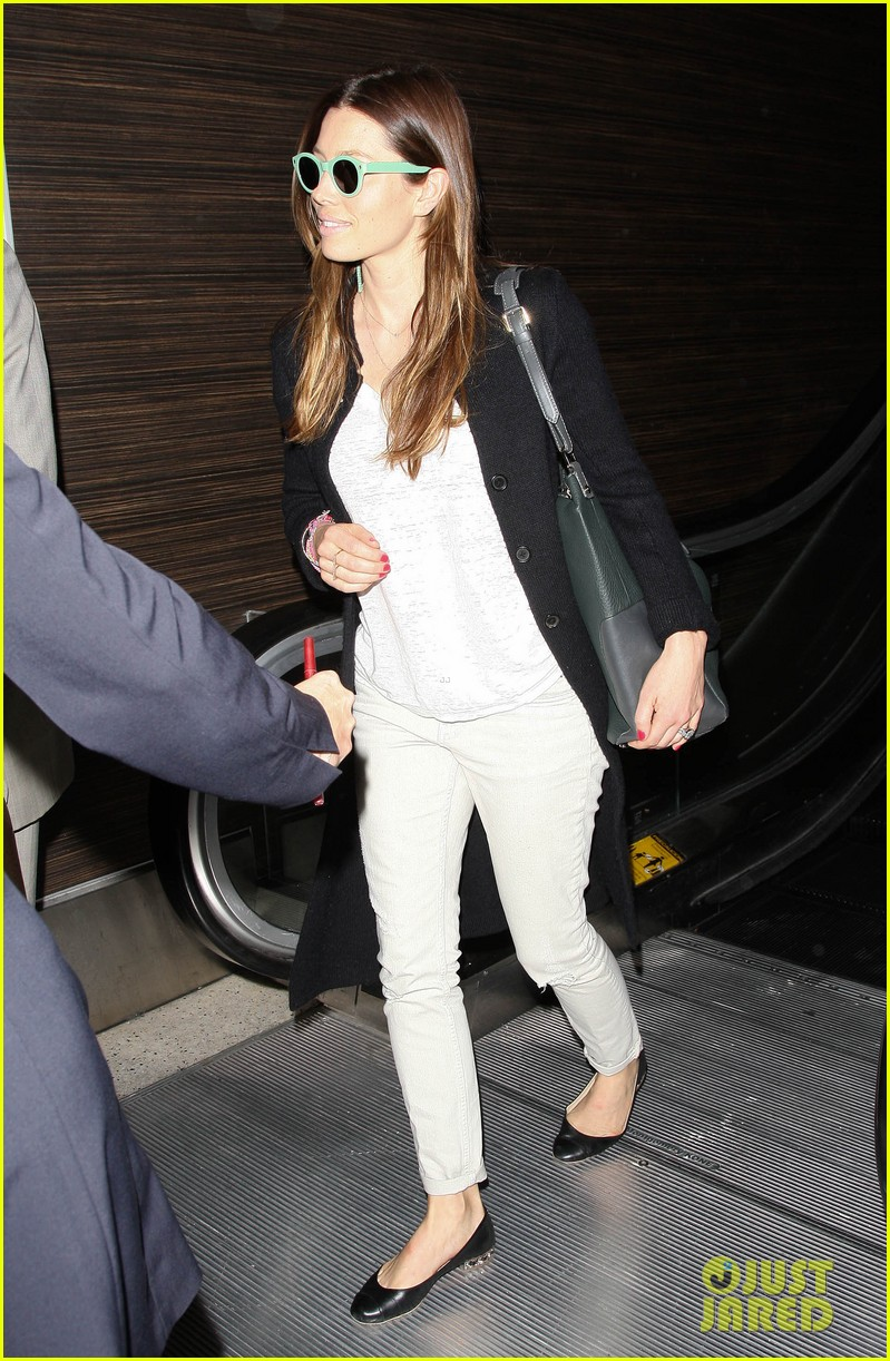 justin timberlake likes to buy jewelry for jessica biel 033103039