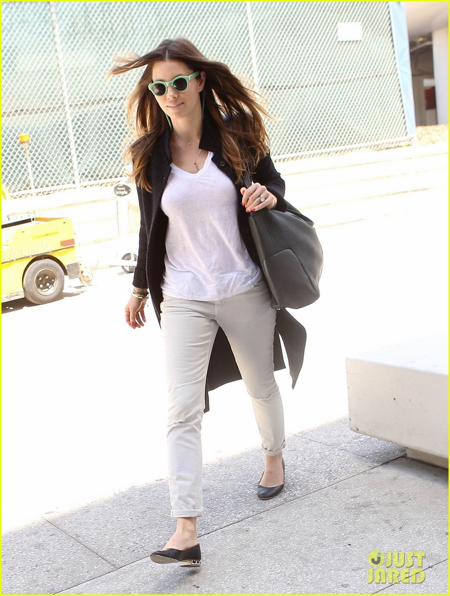 justin timberlake likes to buy jewelry for jessica biel 063103042