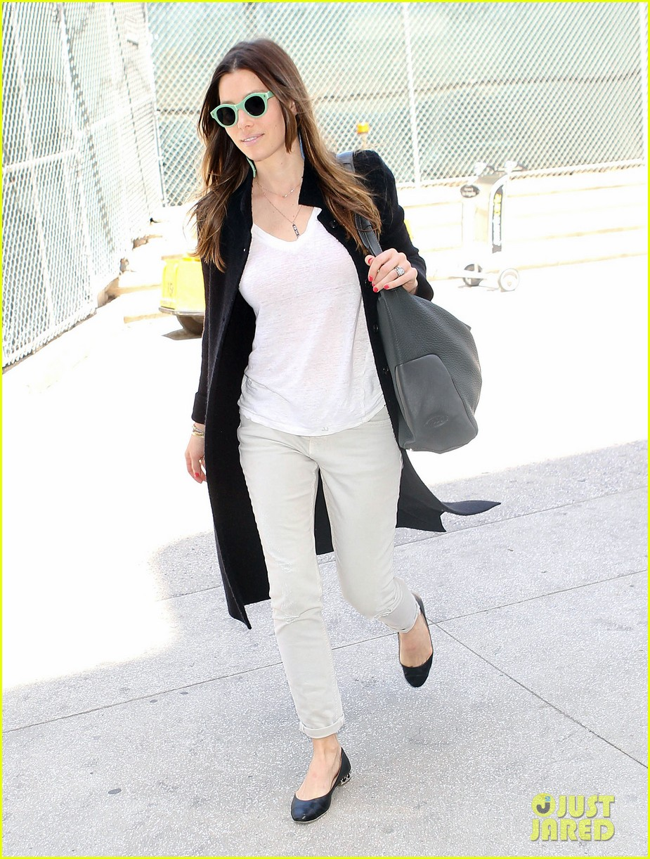 justin timberlake likes to buy jewelry for jessica biel 083103044