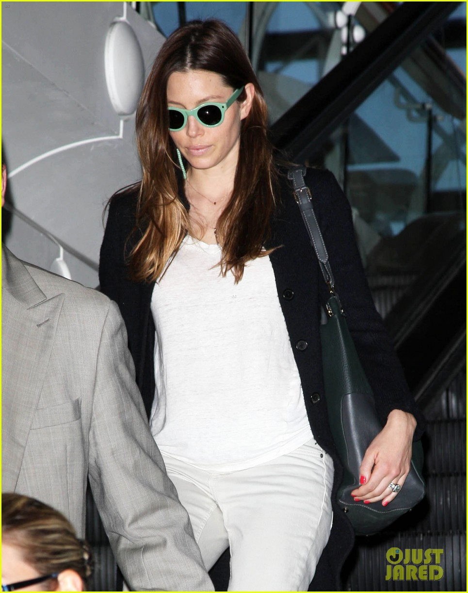 justin timberlake likes to buy jewelry for jessica biel 133103049