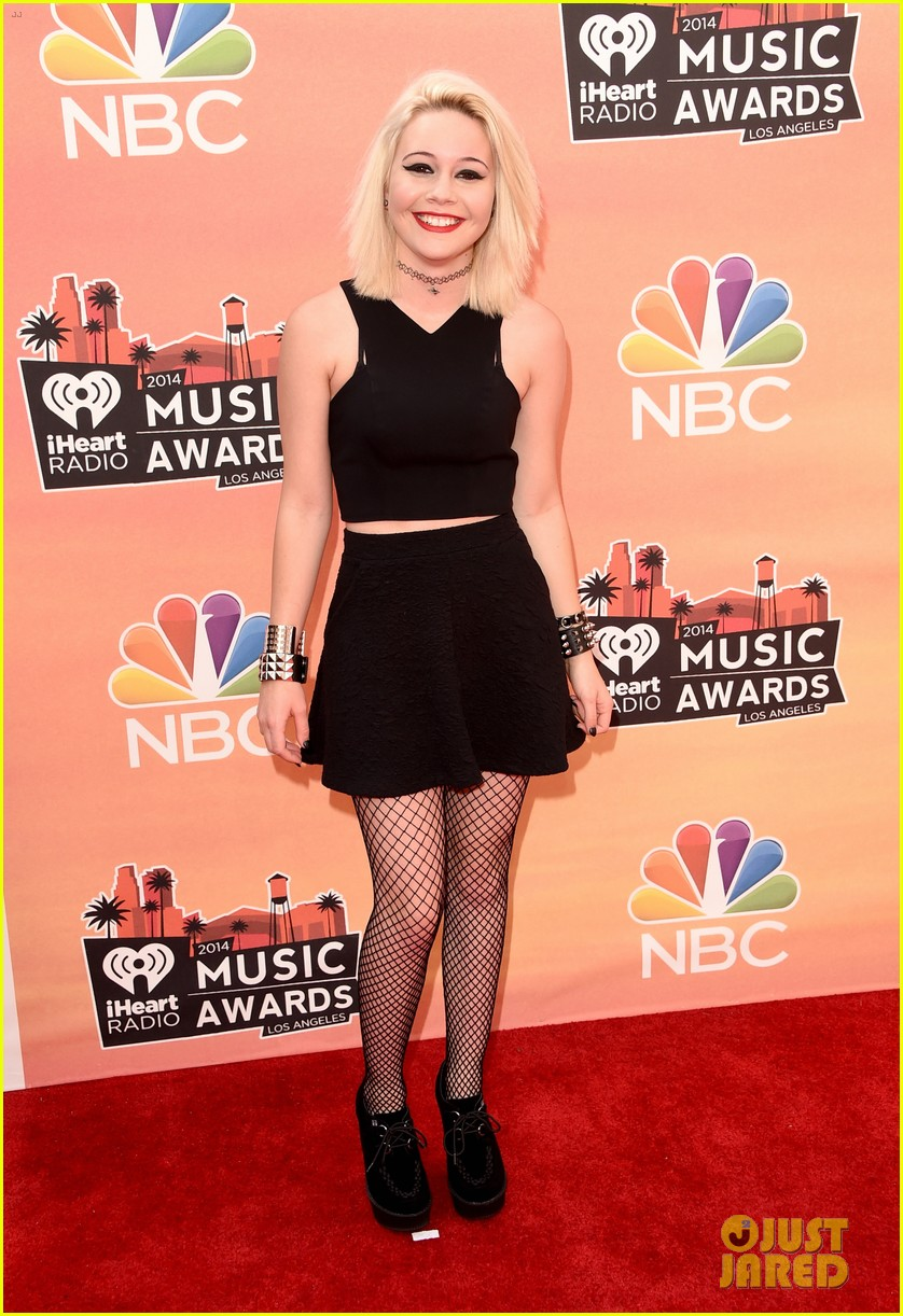 pia toscano bea miller iheartradio music awards 2014 05