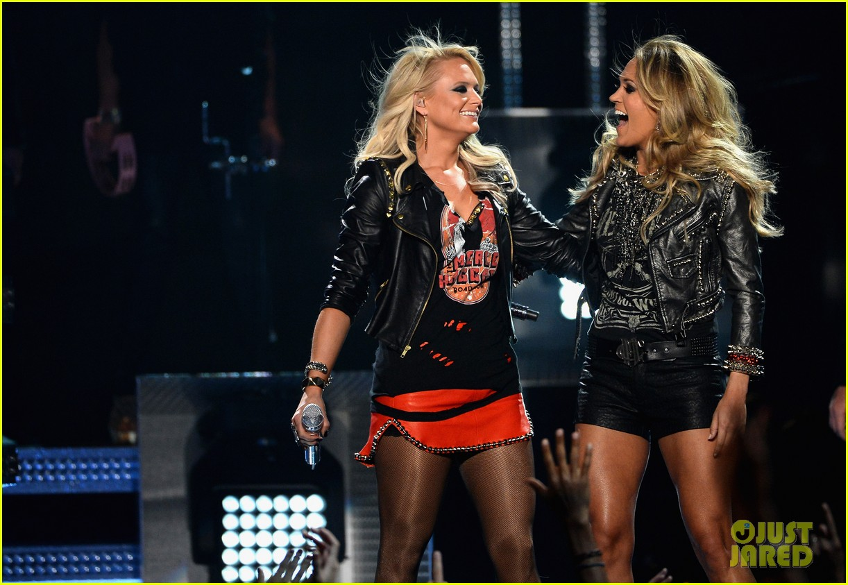 carrie underwood miranda lambert perform billboard music awards 2014 07