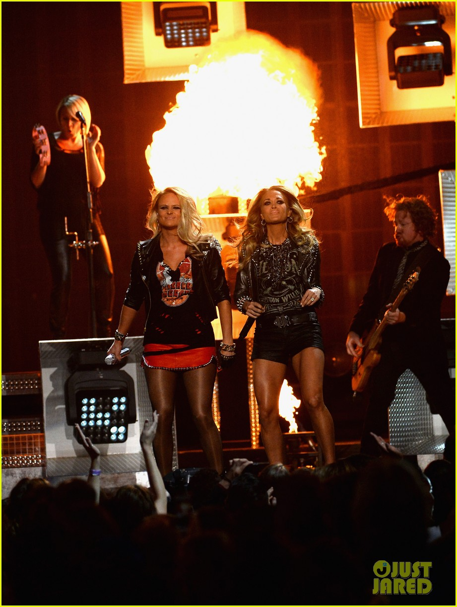 carrie underwood miranda lambert perform billboard music awards 2014 093116918