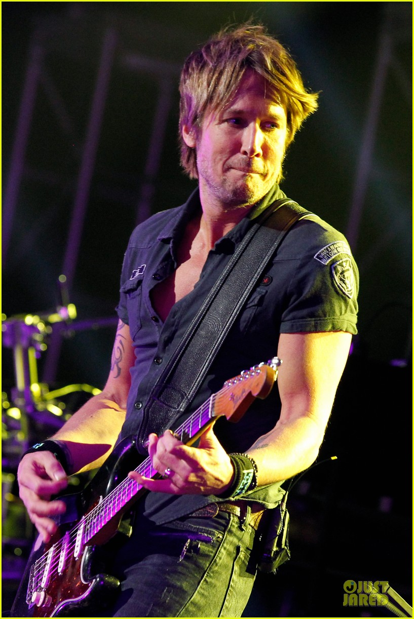 carrie underwood mike fisher were all 4 the hall concert 083107165