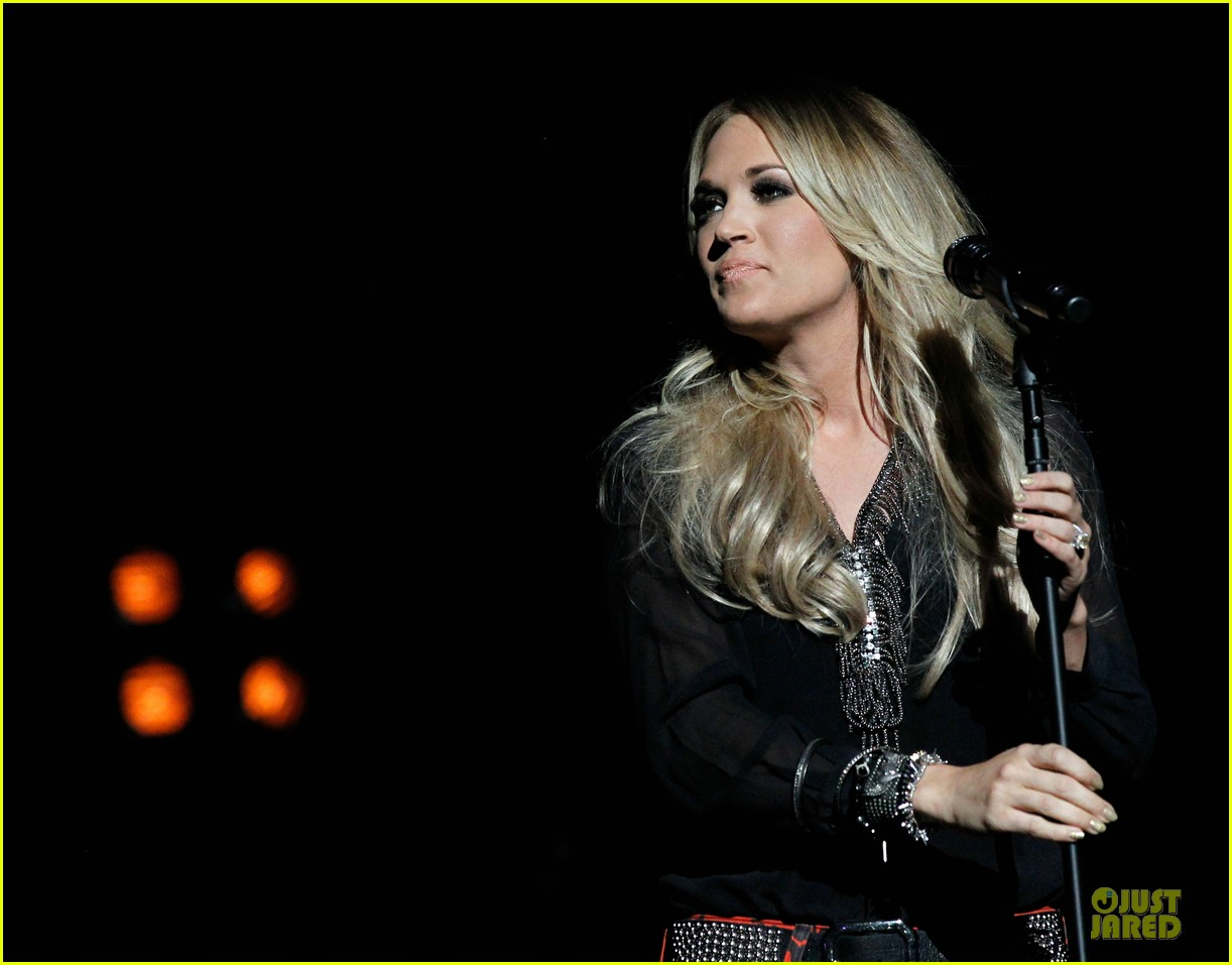 carrie underwood mike fisher were all 4 the hall concert 113107168
