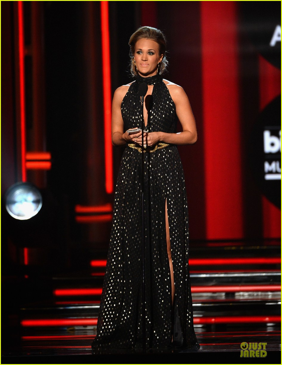 carrie underwood billboard milestone award 013117064