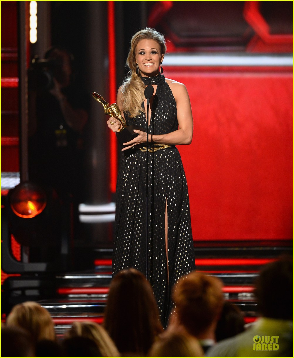 carrie underwood billboard milestone award 06