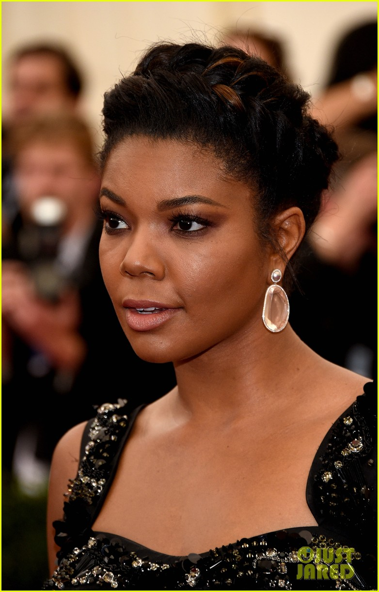 gabrielle union bares her toned stomach at met ball 2014 023106467