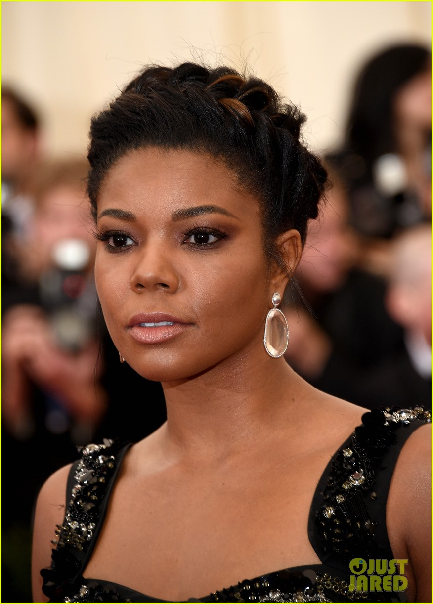 gabrielle union bares her toned stomach at met ball 2014 04