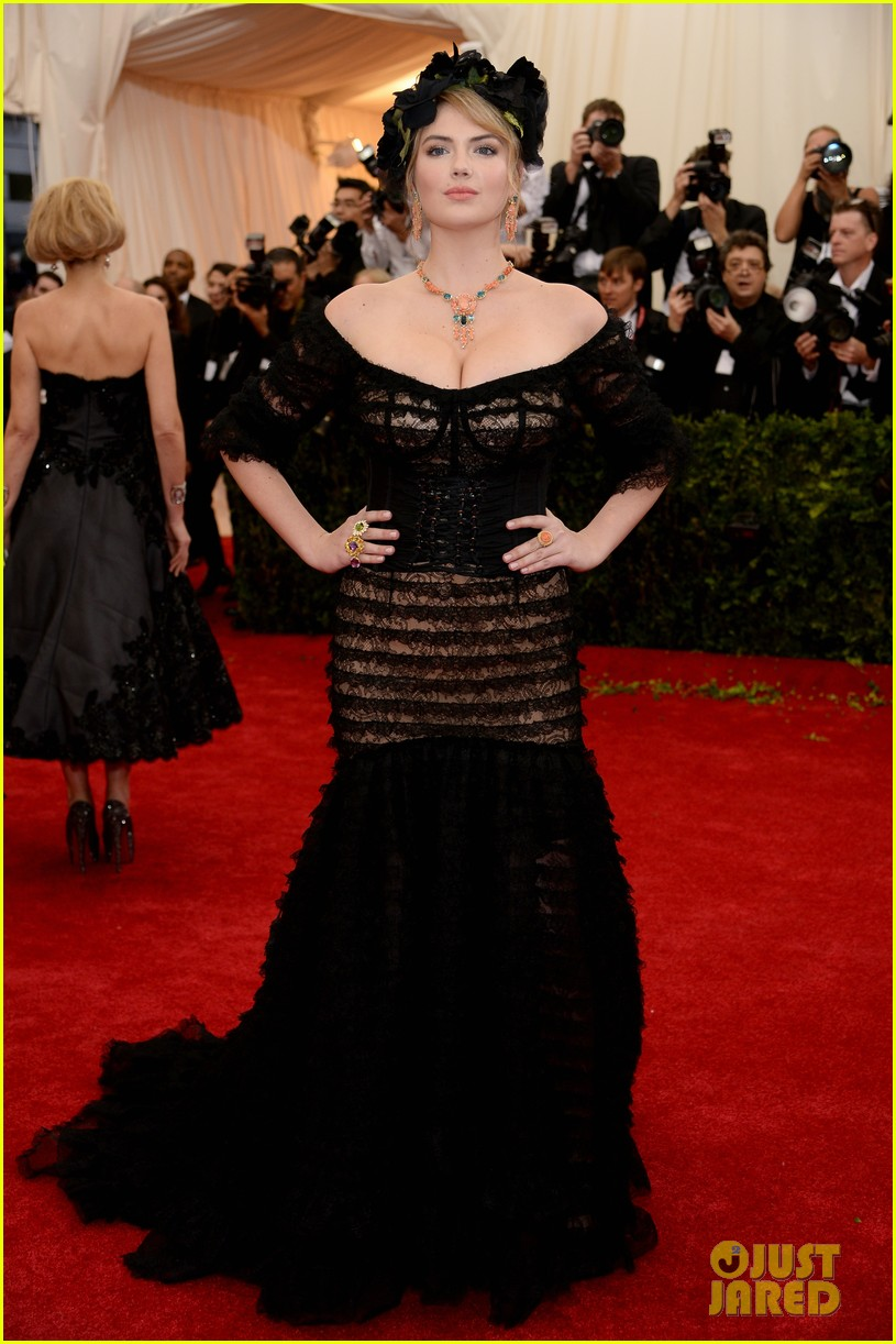 kate upton black floral headdress at met ball 2014 013106071