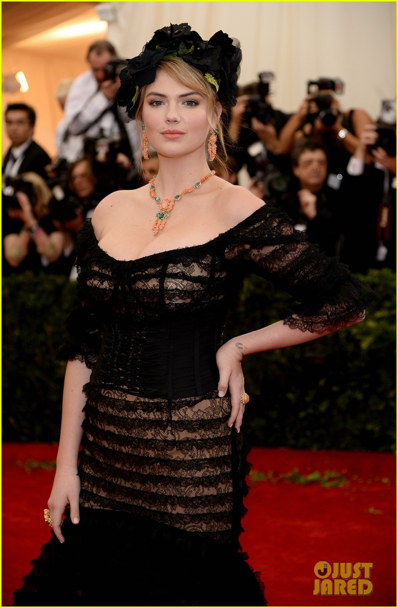 kate upton black floral headdress at met ball 2014 083106078