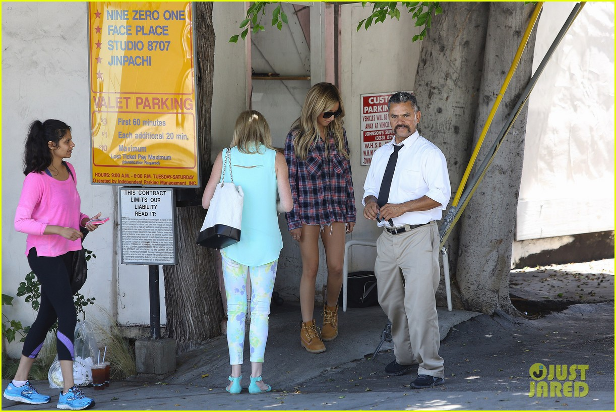 vanessa hudgens ashley tisdale 901 salon stop 133124857