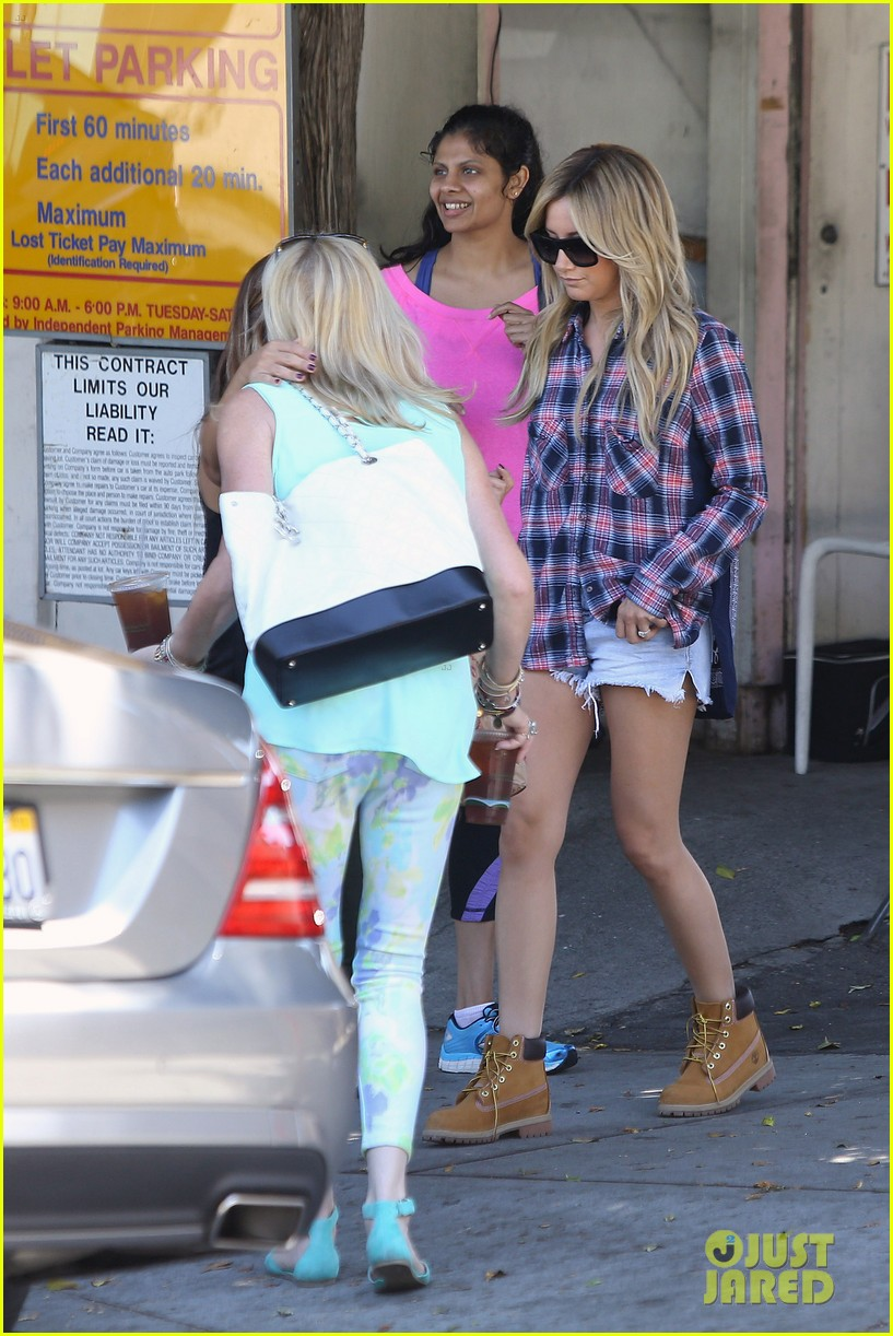 vanessa hudgens ashley tisdale 901 salon stop 223124866