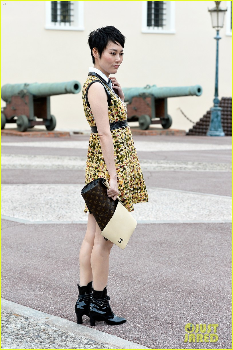 jennifer connlly brit marling louis vuitton fashion show 173116106