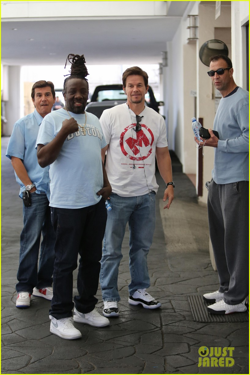 mark wahlberg producing new reality show on mit students 083108393