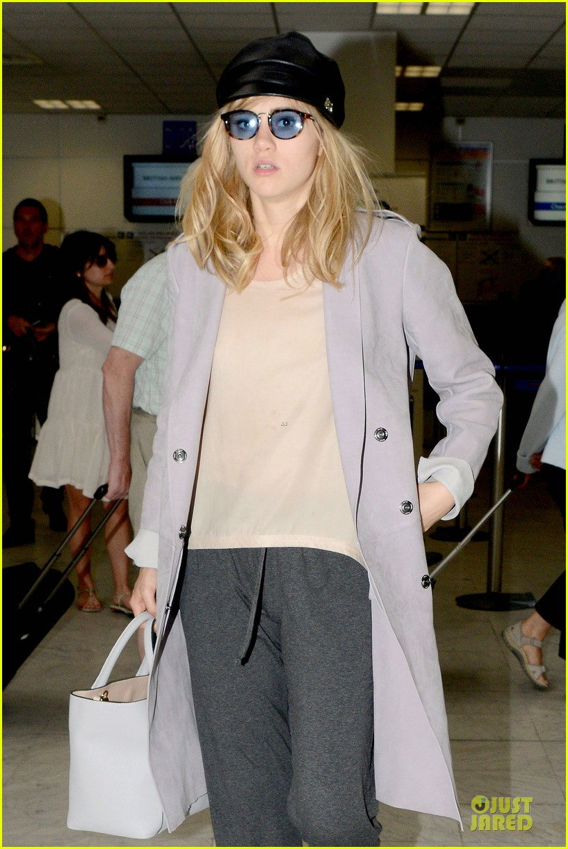 suki waterhouse jets out of france after cannes 023118609