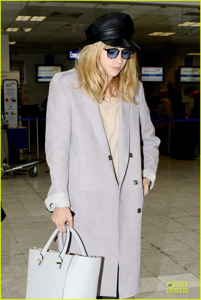 suki waterhouse jets out of france after cannes 043118611