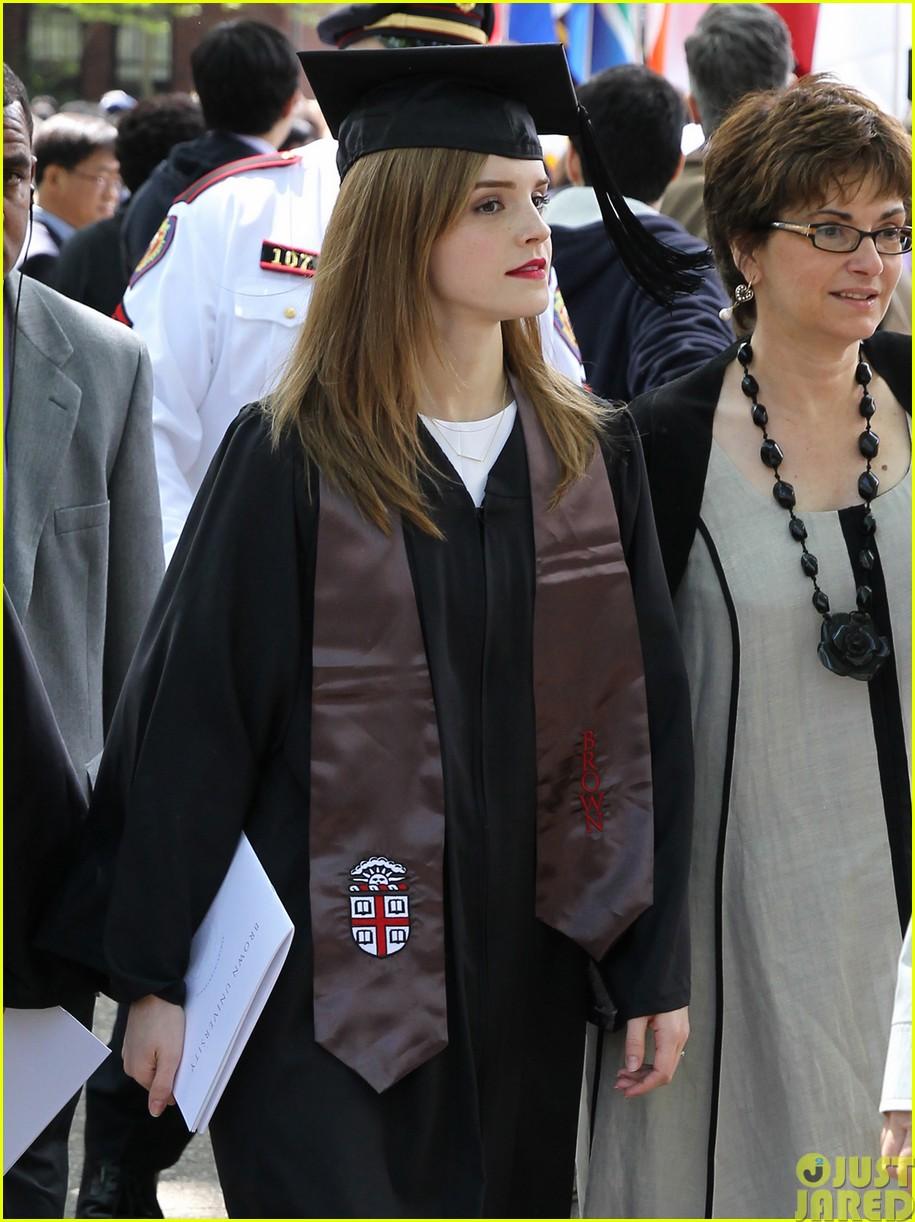 emma watson graduates brown university lit major063122085