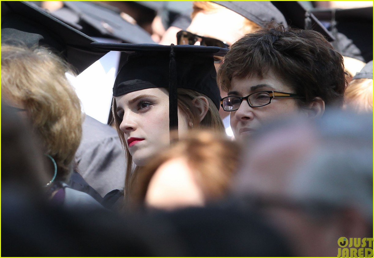 emma watson graduates brown university lit major073122086