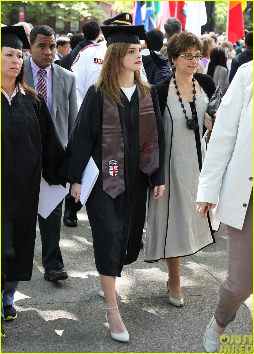 emma watson graduates brown university lit major123122091