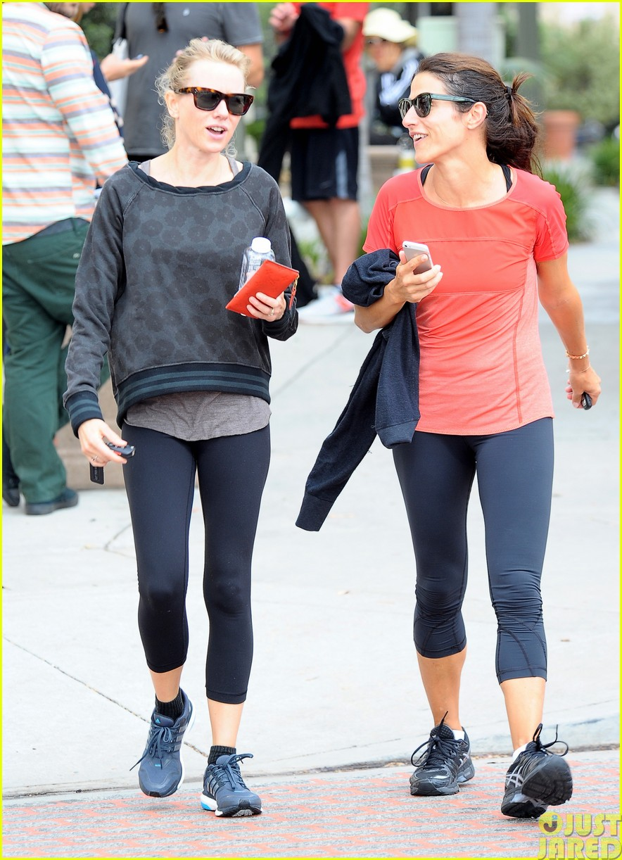 naomi watts works out with her bffs033121106