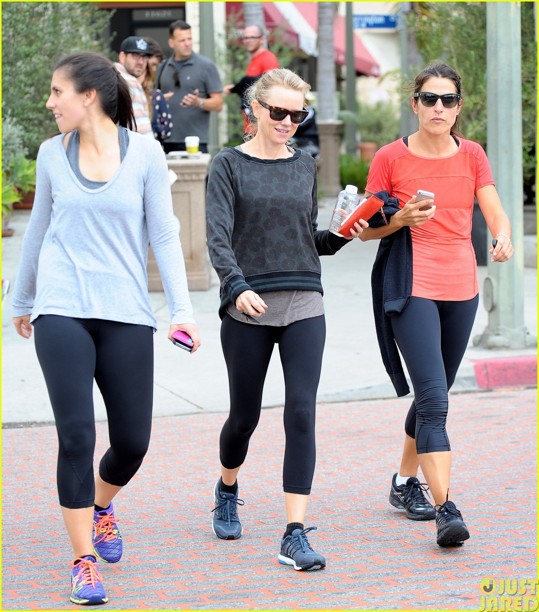 naomi watts works out with her bffs243121127