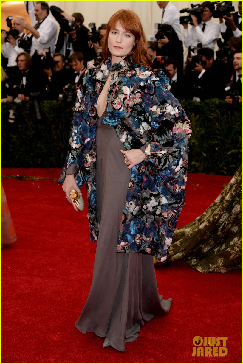 florence welch is covered in butterflies for met ball 2014 043106373