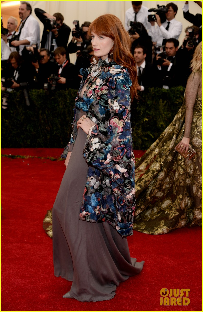 florence welch is covered in butterflies for met ball 2014 053106374