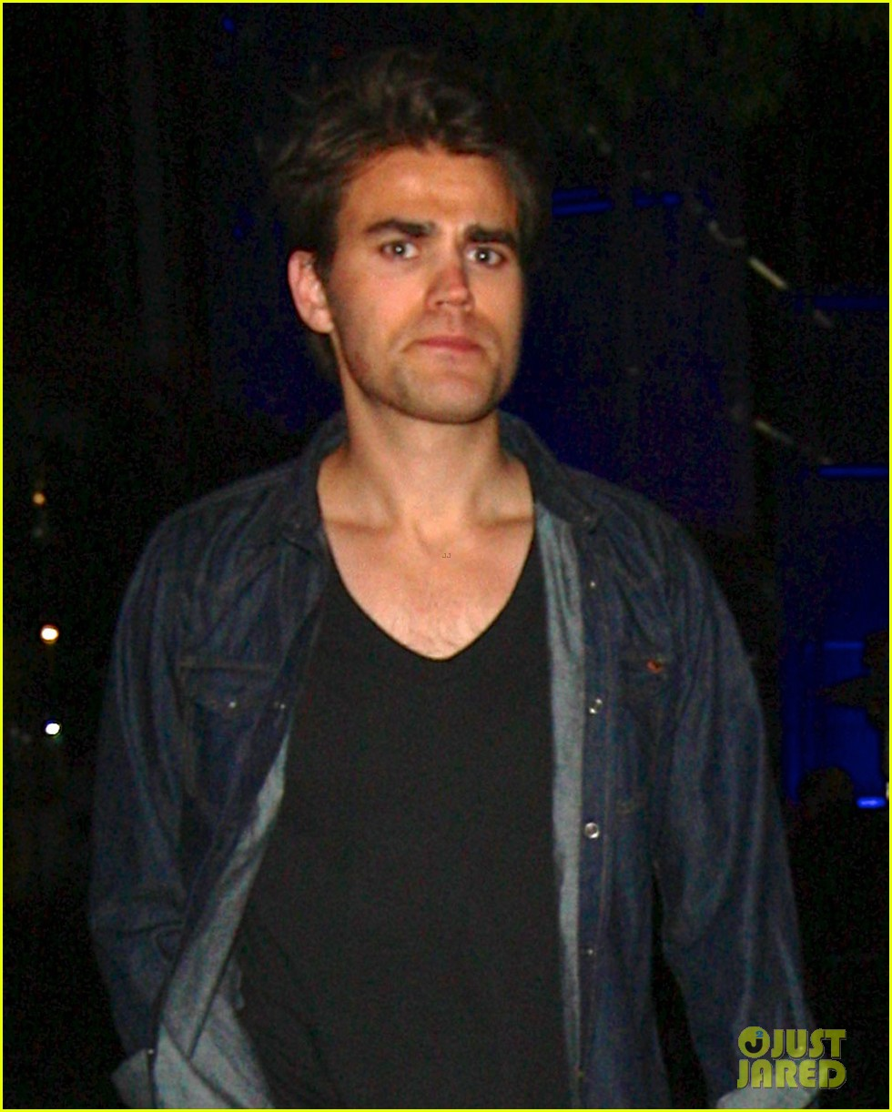 paul wesley phoebe tonkin date night 033108840