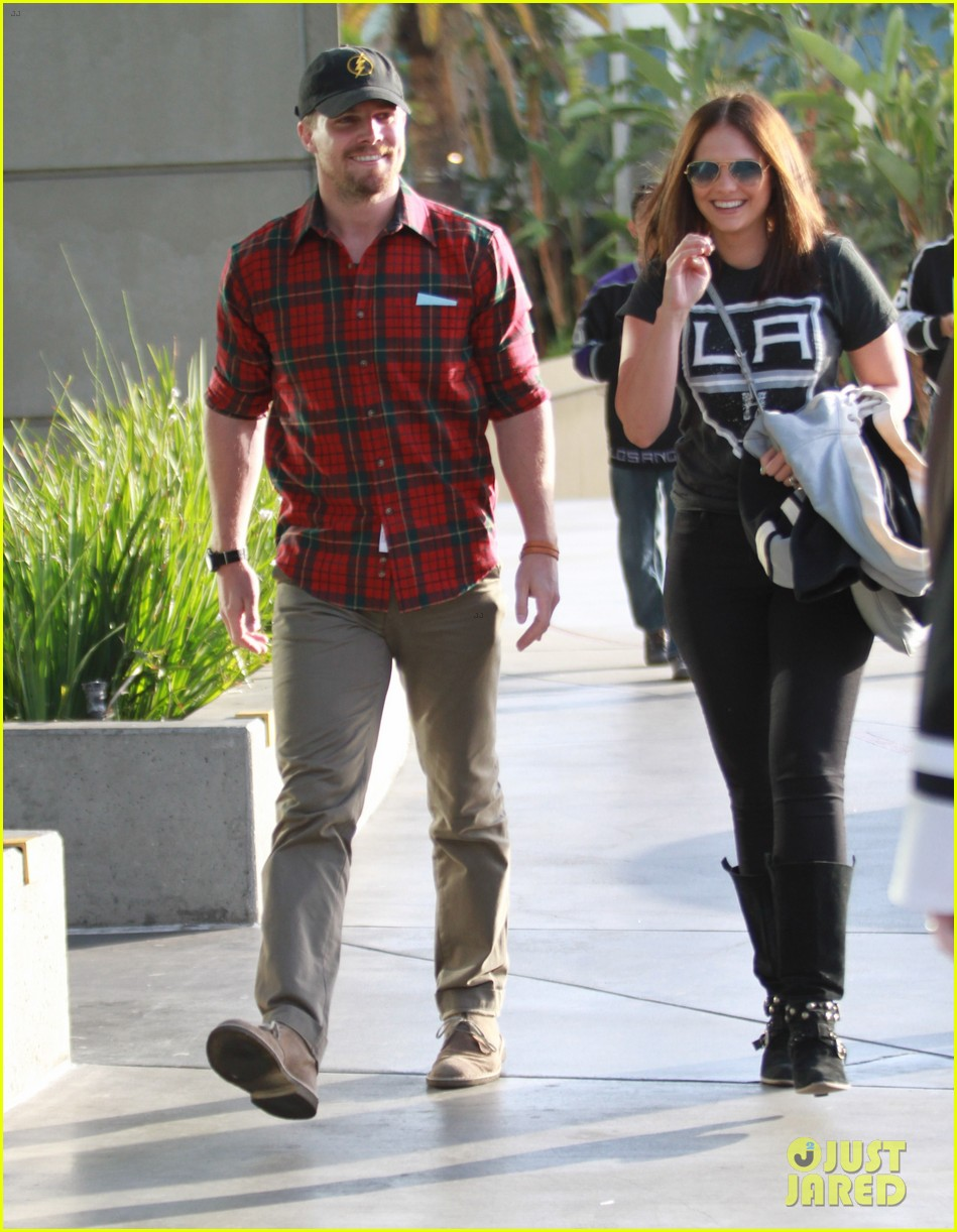 paul wesley stephen amell cw stars at kings game 053109253