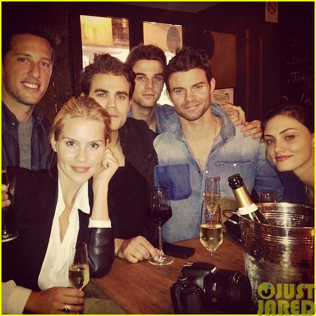 phoebe tonkin and paul wesley hang out with some originals013121574