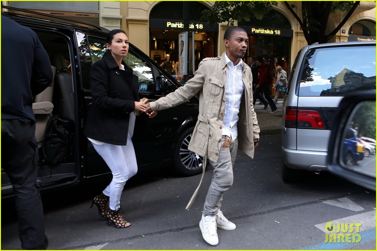 kim kardashian kanye west have romantic dinner 053124699