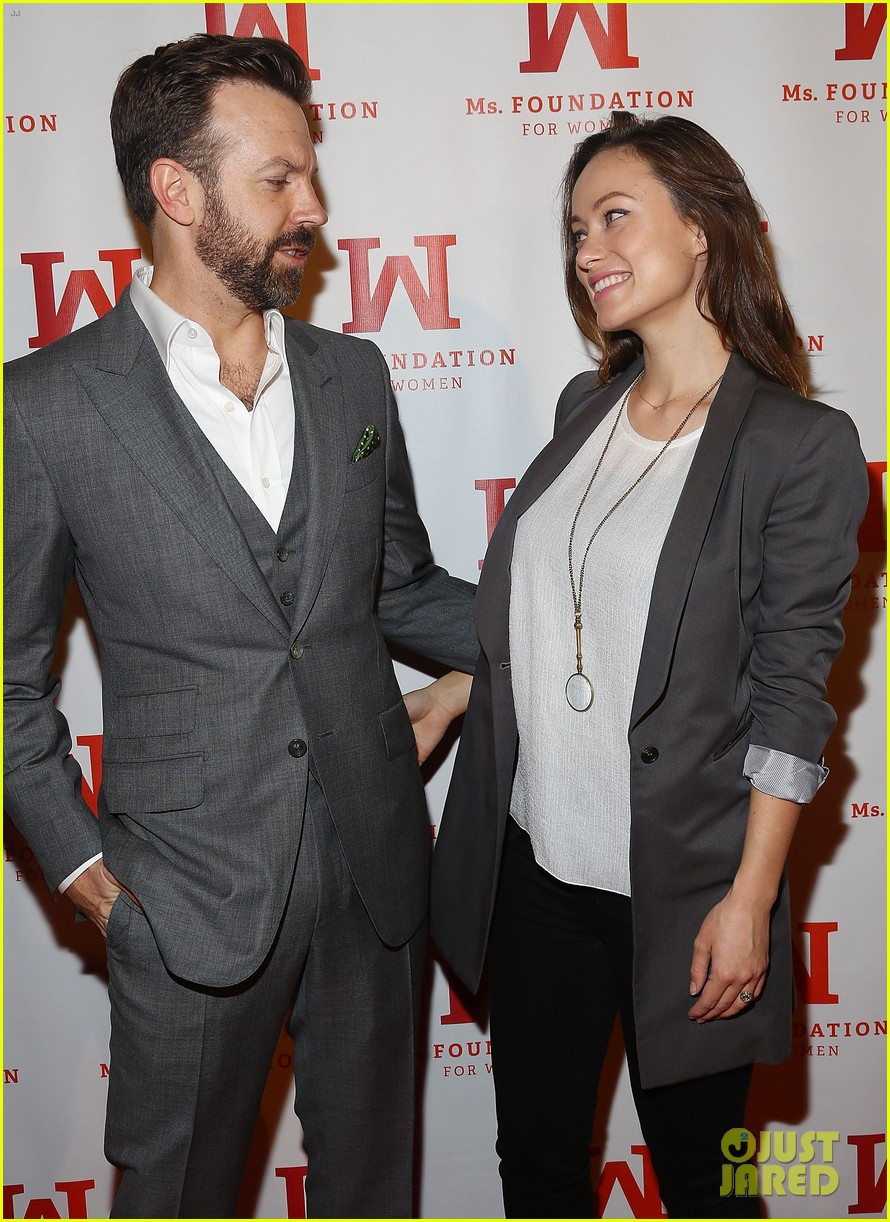 olivia wilde hits the red carpet one week after giving birth 013103451